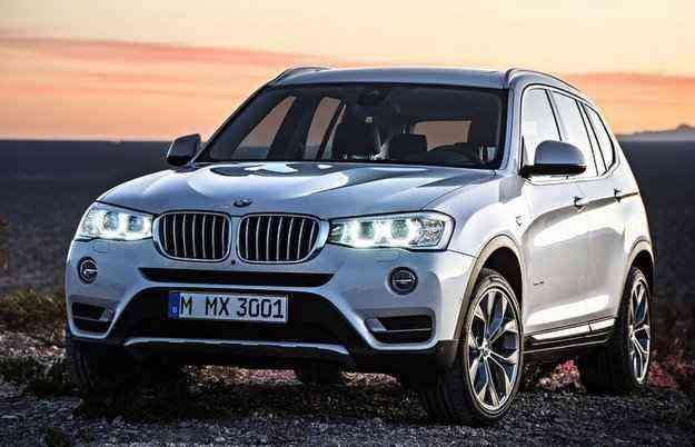 O modelo traz o visual atualizado, com nova grade frontal e novos faróis duplos - BMW/divulgação