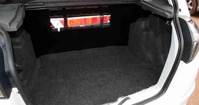 Capacidade do porta-malas , 254 litros, é boa para o segmento(foto: Marlos Ney Vidal/EM/D. A Press)