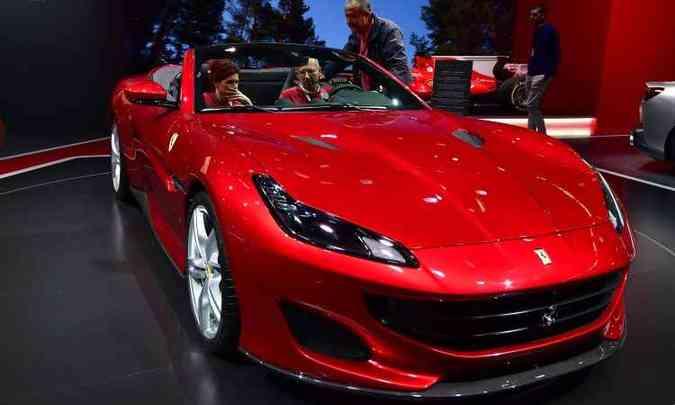 Ferrari Portofino, modelo de entrada, deve chegar ao Brasil por cerca de R$ 750 mil(foto: Daniel Roland e Tobias Schwarz/AFP)