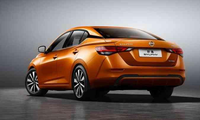 A traseira continua limpa e com forte orientação horizontal(foto: Nissan/Divulgação)