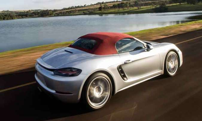 A carroceria combina alumínio e aço de alta e ultrarresistência, totalizando peso de 1.365 quilos(foto: Duda Barros/Porsche/Divulgação)