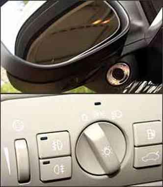 Sob retrovisor, sensor acusa aproximação. Abertura do porta-malas e do tanque são no painel