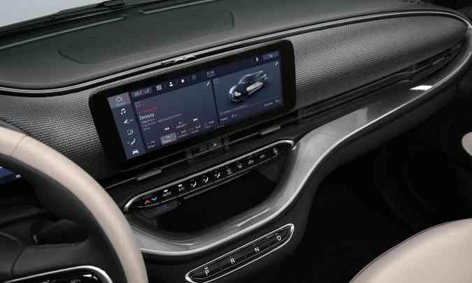 Na tela tátil do painel o motorista pode acompanhar a carga da bateria(foto: Fiat/Divulgação)
