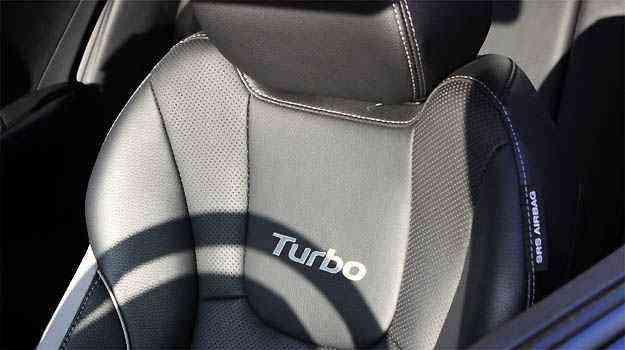 Bancos esportivos ganharam o bordado 'Turbo' e  abraçam bem o corpo - Marcello Oliveira/EM/D.A PRESS