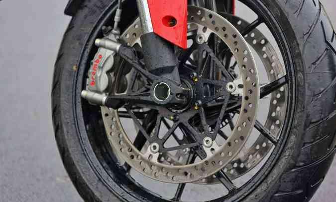 Os freios são ABS de curva(foto: Mario Villaescusa/Ducati/Divulgação)