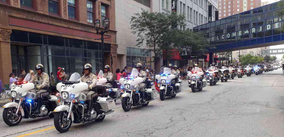 A Harley-Davidson, que equipa as polícias do mundo inteiro, abre o desfile de encerramento - Téo Mascarenhas/EM/D.A Press