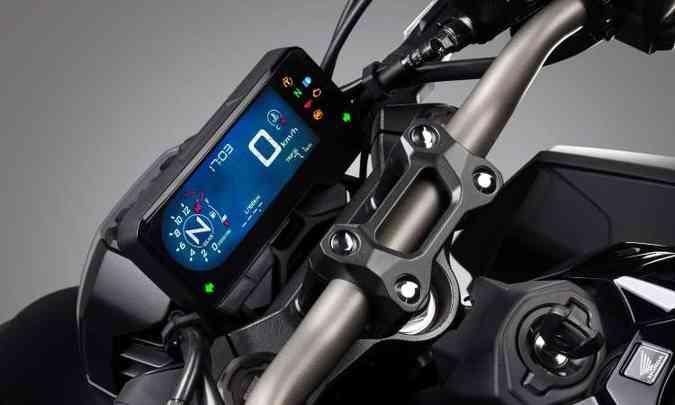 O painel digital em tela LCD tem formato retangular(foto: Honda/Divulgação)