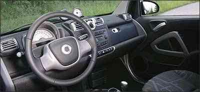 Interior charmoso, bem acabado e bancos anatômicos, mas volante não tem regulagem -  Dieter Rebmann/DaimlerChrysler