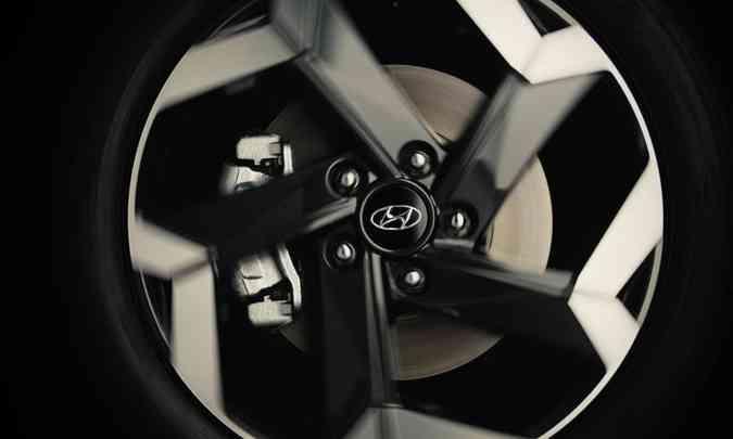 A nova geração do SUV compacto terá novas opções de desenho das rodas de liga leve (foto: Hyundai/Divulgação)