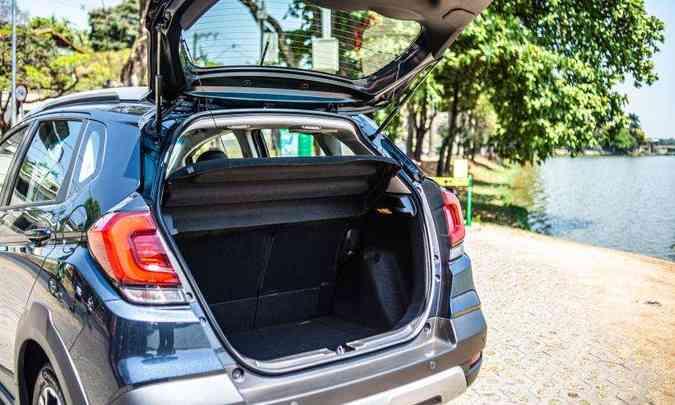 O porta-malas do hatch aventureiro tem capacidade volumétrica de 363 litros(foto: Jorge Lopes/EM/D.A Press)