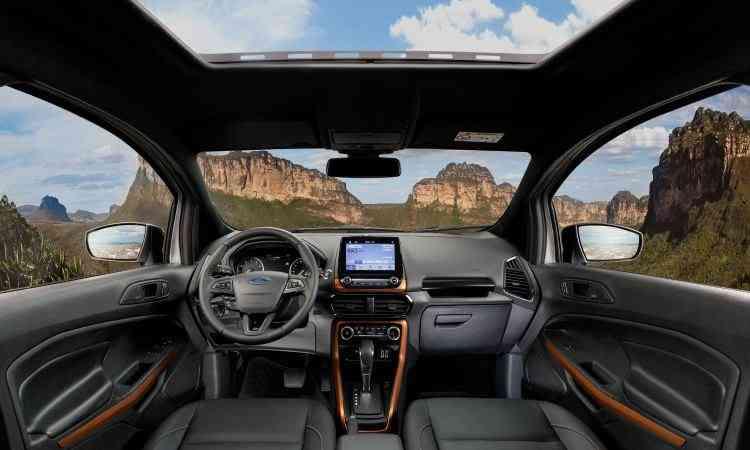 Interior tem elementos de plástico em laranja - Ford/Divulgação