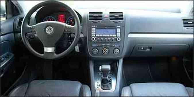 Volante tem boa pega e incorpora comandos do som, telefone e computador de bordo(foto: Fotos: Marlos Ney Vidal/EM/D.A. Press - 29/4/08)