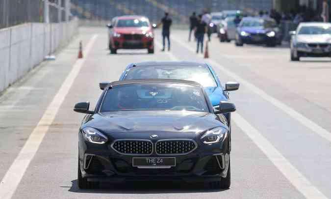 Evento em Interlagos reuniu vários modelos da BMW preparados pela divisão esportiva M Performance(foto: Rodrigo Ruiz/BMW/Divulgação)