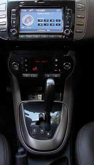 ... enquanto o automatizado mantém a embreagem, que não é acionada pelo pedal(foto: Marlos Ney Vidal/EM/D.A Press - 04/09/12)