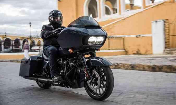 O modelo Road Glide Special tem carenagem nariz de tubarão e faróis em LED(foto: Harley-Davidson/Divulgação)