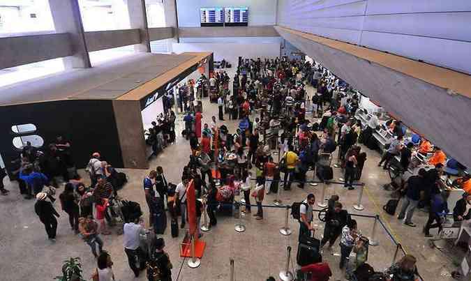 Usuários do aeroporto de Confins também revelaram na pesquisa os motivos que definem a escolha do local de embarque(foto: Ramon Lisboa/EM/D.A Press)