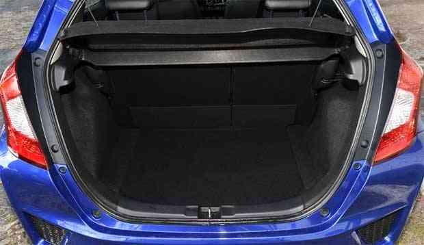 Porta-mas tem capacidade condizente com as dimensões do carro - Juarez Rodrigues/EMDAPress