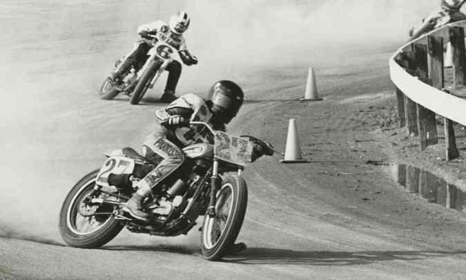 A suspensão traseira também era dispensada nas pistas planas de saibro(foto: Harley-Davidson/Divulgação)
