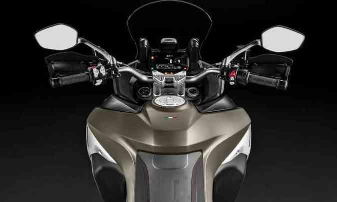 Moto conta com painel digital e muita eletrônica para tornar a pilotagem mais prazerosa(foto: Ducati/Divulgação)