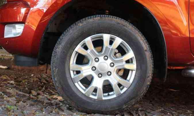 Rodas de 18 polegadas são exclusivas da versão Limited(foto: Euler Junior/EM/D.A Press.)