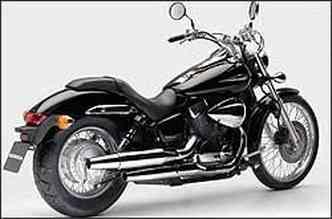Com visual limpo, nova moto tem farol e pára-lamas menores