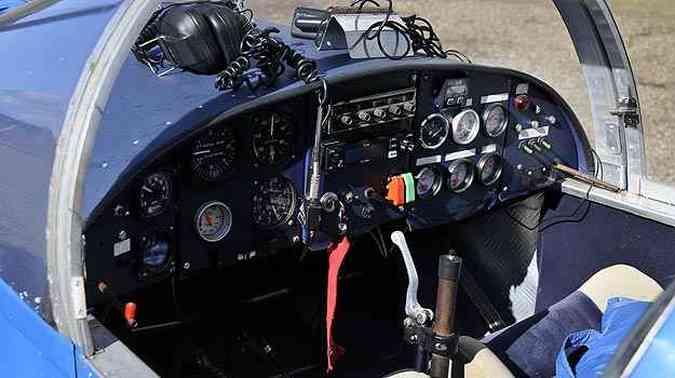 A cabine comporta o piloto e um passageiro e não é pressurizada (foto: Juarez Rodrigues/EM/D.A PRESS)