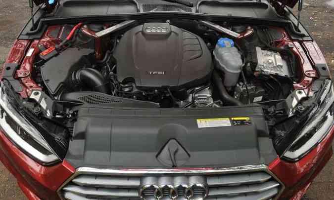 O eficiente motor 2.0 litros com injeção direta de combustível despeja 252cv de potência(foto: Jair Amaral/EM/D.A Press)