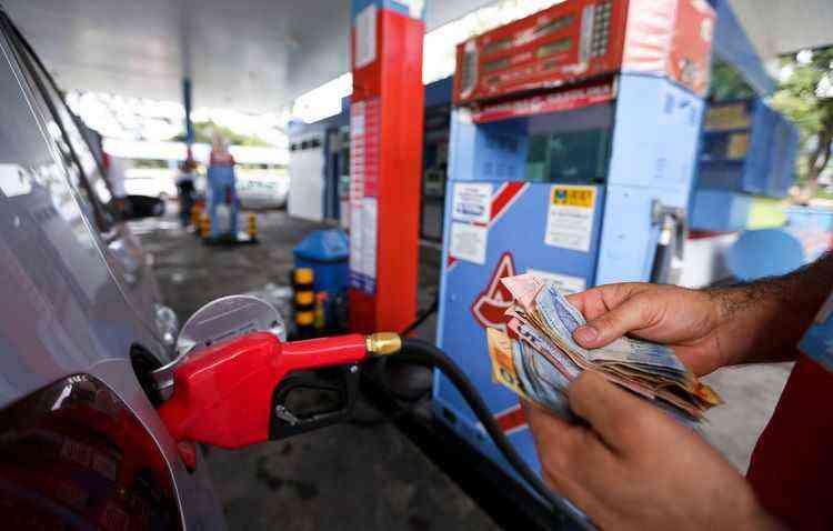 Temer concede o maior aumento da gasolina nas refinarias