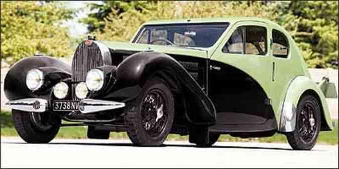 Carroceria de duas portas tem linhas aerodinâmicas e frente longa(foto: Fotos: Bugatti/Divulgação)