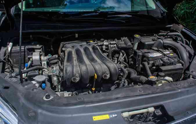 Automóveis como Opala e Santana eram equipados com motores longitudinais (foto: Thalyta Tavares/Esp. DP )