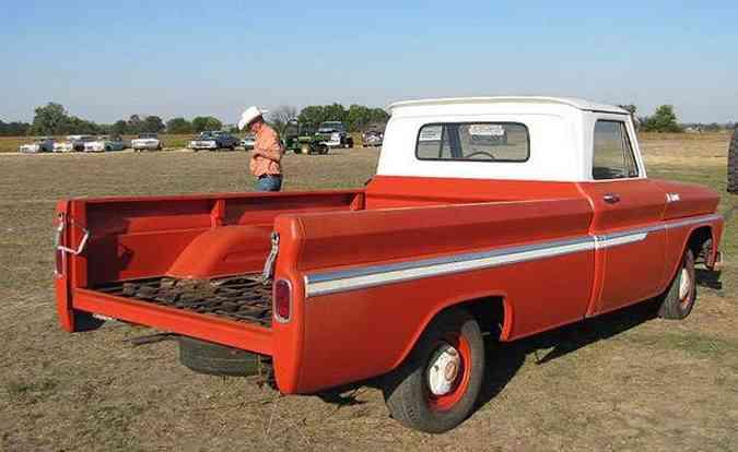 Picape Chevrolet 1965 rodou apenas 5 milhas. Não houve ofertas e ainda pode ser comprada do velho Ray!(foto: VanDerBrink Auctions/Divulgação)