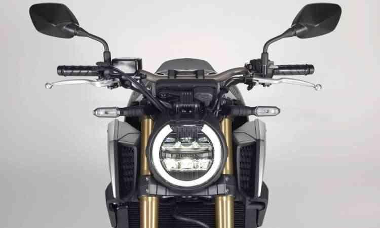 O farol redondo tem iluminação com LEDs - Honda/Divulgação