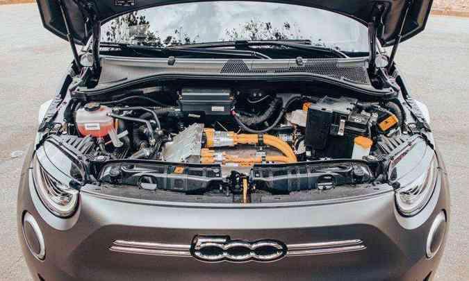 O motor elétrico, dianteiro, desenvolve 118cv de potência e 22,4kgfm de torque(foto: Jorge Lopes/EM/D.A Press)