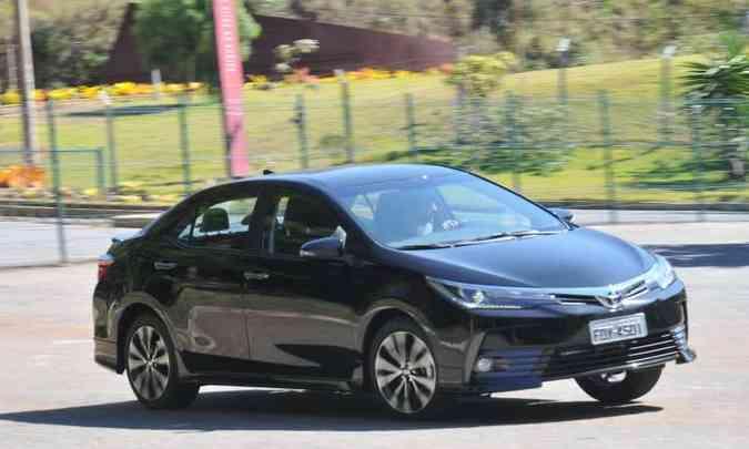 Toyota Corolla ganhou controles de tração e estabilidade, e a versão XRS(foto: Jair Amaral/EM/D.A Press )