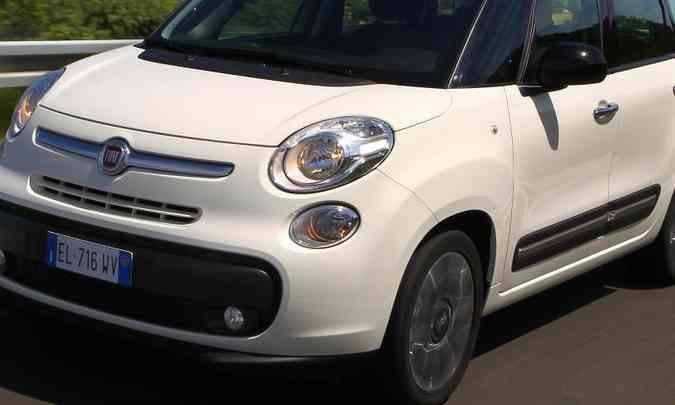 Luzes de rodagem diurna ajudam a evidenciar o veículo em rodovias(foto: Fiat/Divulgação)