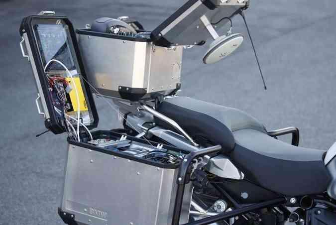 ... e traz o controle de equilíbrio da BMW GS fica acomodado nas malas laterais e no baú central(foto: BMW/Divulgação)