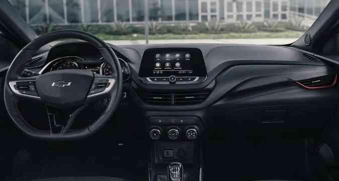 Por dentro, além da cor preta predominante no acabamento, nota-se detalhes em vermelho(foto: Chevrolet/Divulgação)