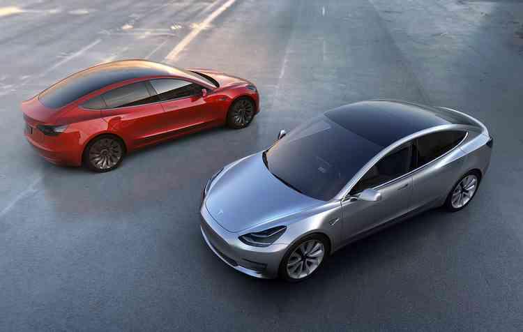 Marca anuncia produção de 2,5 mil unidades do Model 3 por semana no próximo mês. Foto: Tesla / Divulgação -