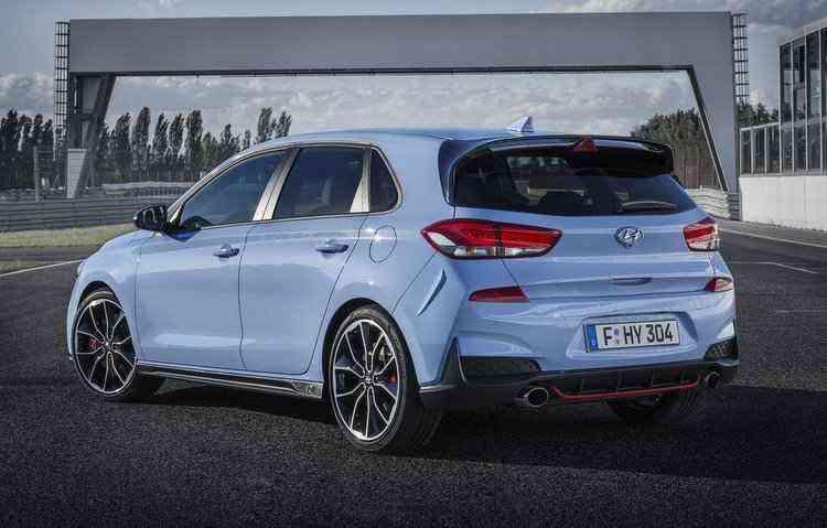 De acordo com a Hyundai o hatch com 250 cv vai de 0 a 100 km/h em 6,4 segundos, já o que conta com 275 cv vai da inércia aos 100 km/h em 6,1 segundos - Hyundai / Divulgação