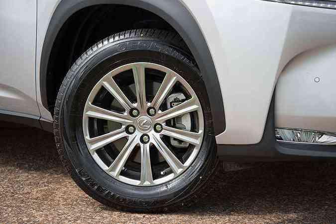 Rodas de alumínio são de 17 polegada(foto: Thiago Ventura/EM/D.A Press)