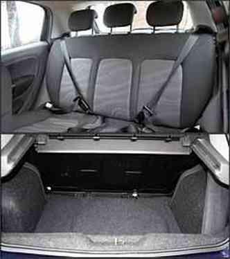 Proteção para todos: três apoios de cabeça no banco traseiro. Porta-malas deveria ser maior, principalmente pelas dimensões do carro(foto: Marlos Ney Vidal/EM - 17/9/07)