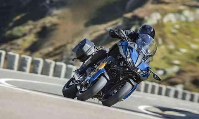 O sistema de suspensões dianteiras permite inclinações de até 45 graus(foto: Yamaha/Divulgação)