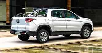 Fiat Toro tem capacidade para até uma tonelada, passageiros e carga, na versão a diesel(foto: Studio Cerri/Fiat/divulgação)