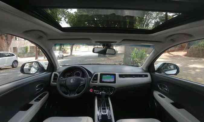 Aplique em couro no painel confere sofisticação ao interior do Honda HR-V(foto: Edésio Ferreira/EM/D.A Press)