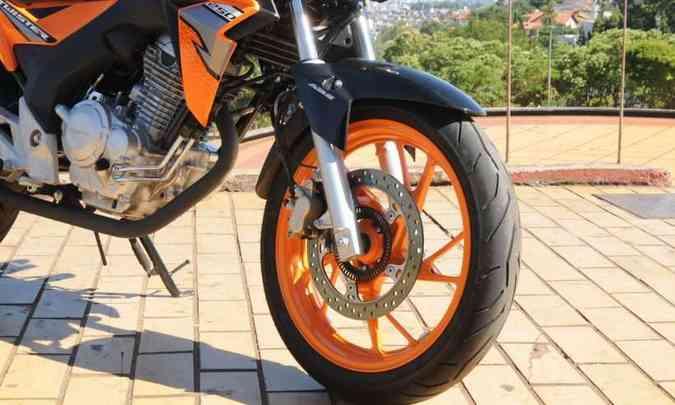 Rodas de liga leve com freios a disco e ABS(foto: Beto Novaes/EM/D.A Press)
