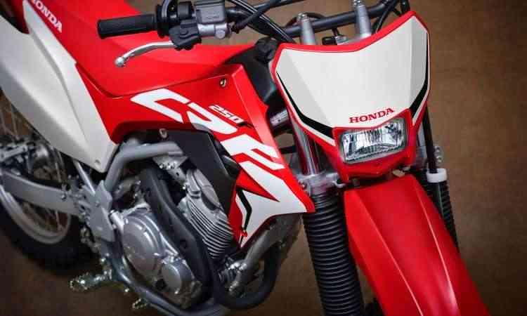 O motor do tipo quatro tempos, com injeção, tem respostas e retomadas imediatas - Caio Mattos/Honda/Divulgação