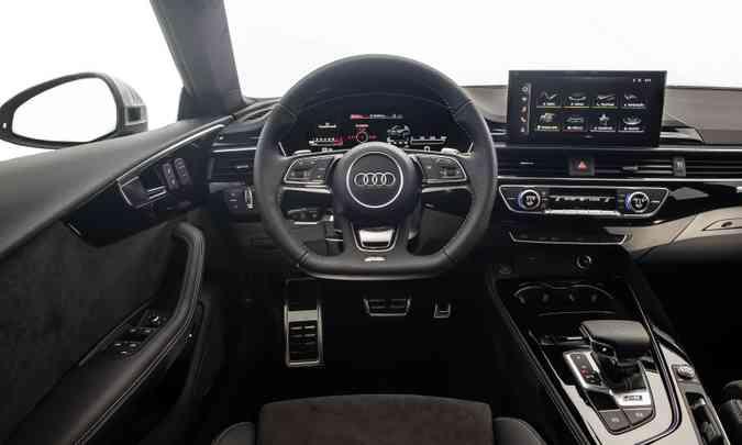 O modelo também traz o novo Audi Cockpit e o sistema MMI com tela tátil(foto: Audi/Divulgação)