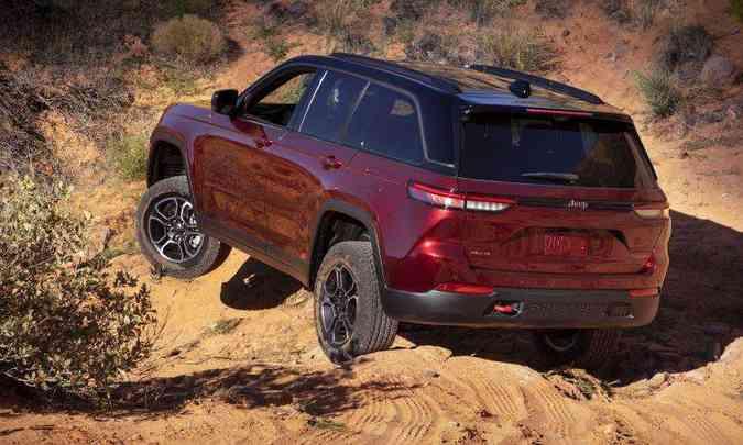 Com vários sistemas disponíveis, o Grand Cherokee otimizou ainda mais sua performance no fora de estrada(foto: Jeep/Divulgação)