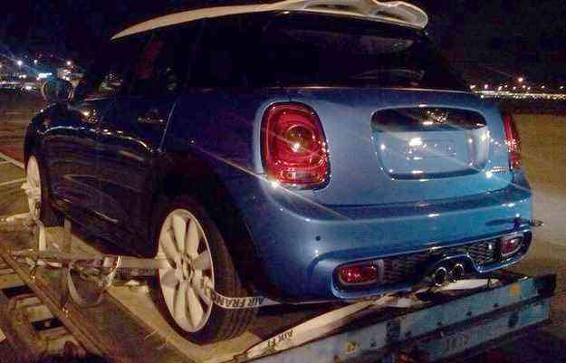 Mini com cinco portas foi flagrado em cima de uma caçamba - newminiclub.nl/divulgação