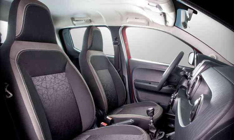 Bancos dianteiros com encosto de cabeça fixados estão entre os itens simplórios - Fiat/Divulgação